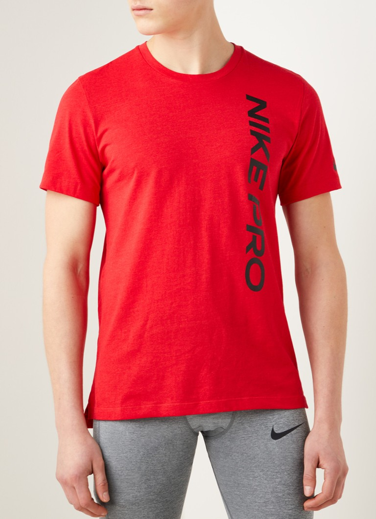 Nike - Pro trainings T-shirt met logoprint en Dri-FIT - Rood
